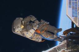 Космонавты «Роскосмоса» обследовали дыру в обшивке МКС
