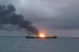 В Керченском проливе после взрыва загорелось два судна