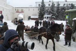 Обозы, верблюды на рынке и «интернационал»: возле Кремля снимают кино