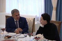 «Как идут съемки?»: Минниханов встретился с Хаматовой