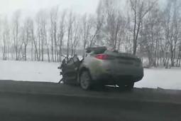 Под Казанью Mazda врезалась в грузовик