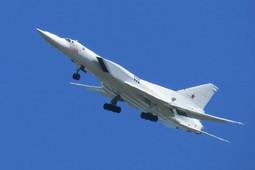 Очевидец снял на видео очередной испытательный полет Ту-22М3 в небе над Казанью