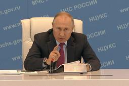 Путин пожаловался чиновникам на бюрократию
