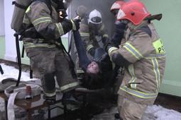 В Зеленодольске из горящего магазина Fix Price спасли женщину-охранника