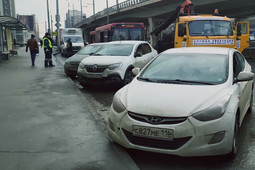 В Казани прошел рейд против автохамов, припарковавшихся на остановках