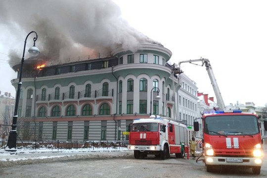 Пожар в центре Казани: горит офисное здание