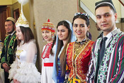 Покорившая Канны «Дылда», «татарский фьюжн» Мубая и«самоубийство» вКачаловском