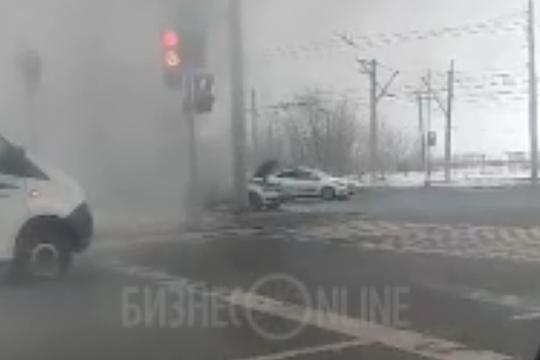Volkswagen Polo вспыхнул в центре Казани: иномарка сгорела почти полностью