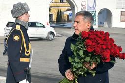 Минниханов возложил цветы к памятнику Мусе Джалилю в Казани