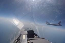 Минобороны опубликовало видео перехвата бомбардировщика США российским Су-27