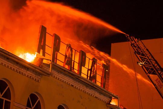 В автограде пожар уничтожил бывший элитный ресторан «Арарат»