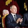«Смилуйся, боярин-батюшка!»: артисты Татарской оперы споют Путину о венчании на царство