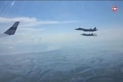 Опубликовано видео сопровождения истребителями борта №1