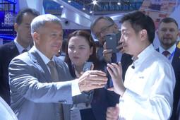 Минниханов посетил выставку высоких технологий CHTF в Китае