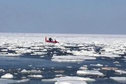 Сотни рыбаков оказались отрезаны от берега на Сахалине
