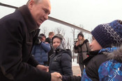 «Я бы с тобой полетал, но надо работать»: Путин исполнил мечту мальчика о вертолетной экскурсии