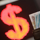 Курс доллара и евро опустился до уровня лета 2020 года