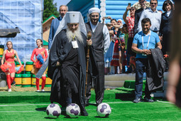 Сабантуй 2018: девушки-богатыри, татарский вперемежку с испанским и футболисты в рясе