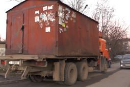В Казани начали сносить самовольно установленные гаражи