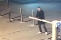 В Казани двое молодых людей пытались сломать шлагбаумы, но не смогли