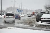 В Челнах за день выпала двухнедельная норма снега – водители негодуют