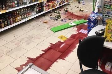 В Казани молодые люди разгромили супермаркет на Аделя Кутуя