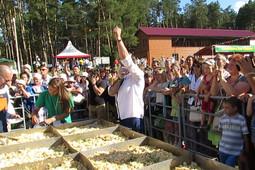 Гигантская яичница на празднике в Скорлупино