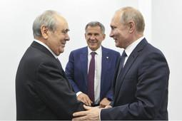 Шаймиев рассказал Путину о работе фонда «Возрождение» и подарил книгу благотворителей