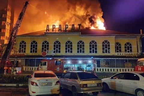 В Челнах горит заброшенное здание ресторана «Арарат»
