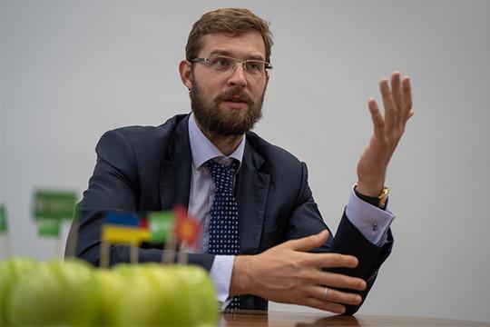 «Пожалуй, если бы минфин не скупал валюту такими темпами, курс рубля был бы в районе 50»