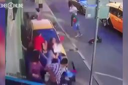Такси въехало в толпу людей в центре Москвы – пострадали 7 человек