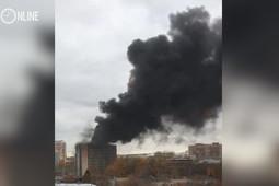 В Казани вновь горит новостройка: из огня спасли двух человек