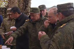 Президенты России и Киргизии оценили продукцию полевой пекарни