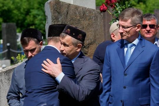 Экс-министр внутренних дел Рашид Нургалиев проводил отца в последний путь