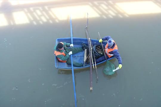 В Казани очищают от мусора акватории рек и озер