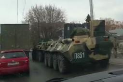 Заглохший БТР спровоцировал серьезную пробку в Казани