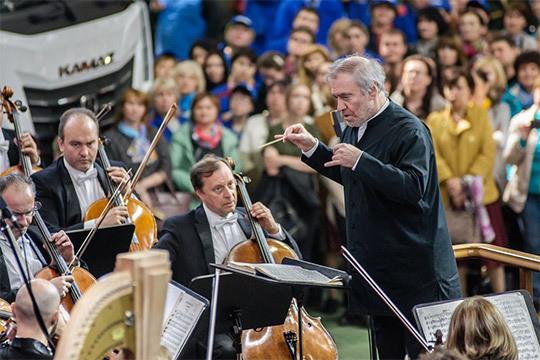 Валерий Гергиев выступил вЧелнах для 3,5 тыс. камазовцев