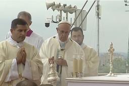 Папа Римский упал в обморок перед началом мессы в Польше