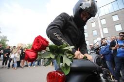 В Москве байкеры устроили мотопробег в память о Сергее Доренко