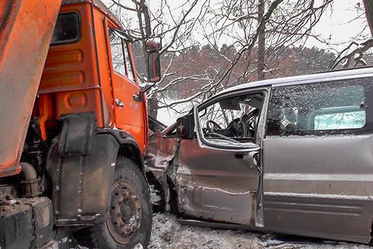 На трассе Зеленодольск – Волжск произошла серьезная авария с участием «КАМАЗа» и автобуса