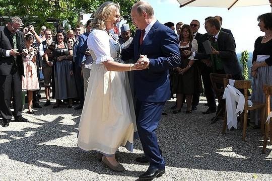 Появилось видео танца Путина с министром иностранных дел Австрии на ее свадьбе