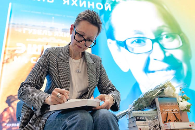 Гузель Яхина представила в Нацбиблиотеке РТ новый роман «Эшелон на Самарканд»