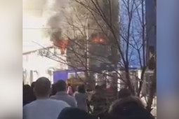 В Челябинске горит гостиница «Аврора»