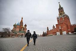 Первый день самоизоляции в Москве: полиции на улицах больше, чем жителей