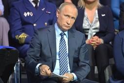 LIVE! Путин обсуждает с общественниками Казани нацпроект «Жилье и городская среда»