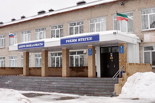 «Дети прикалываются! На двери лепят гадости»: в элитной школе Тукаевского района интимный скандал