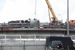 В Казани на развязке возле «Меги» перевернулся мусоровоз