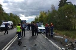 В Ярославской области автобус столкнулся с грузовиком: 9 человек погибли, 28 пострадали