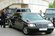 «По тому, на каких машинах они ездят, можно сказать, что зарплаты явно завышены...»