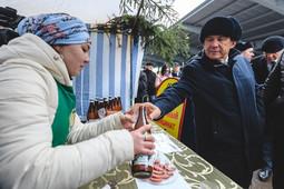 «Каз өмәсе», кумыс и Дед Мороз, поющий на татарском: президент РТ посетил сельхозярмарку